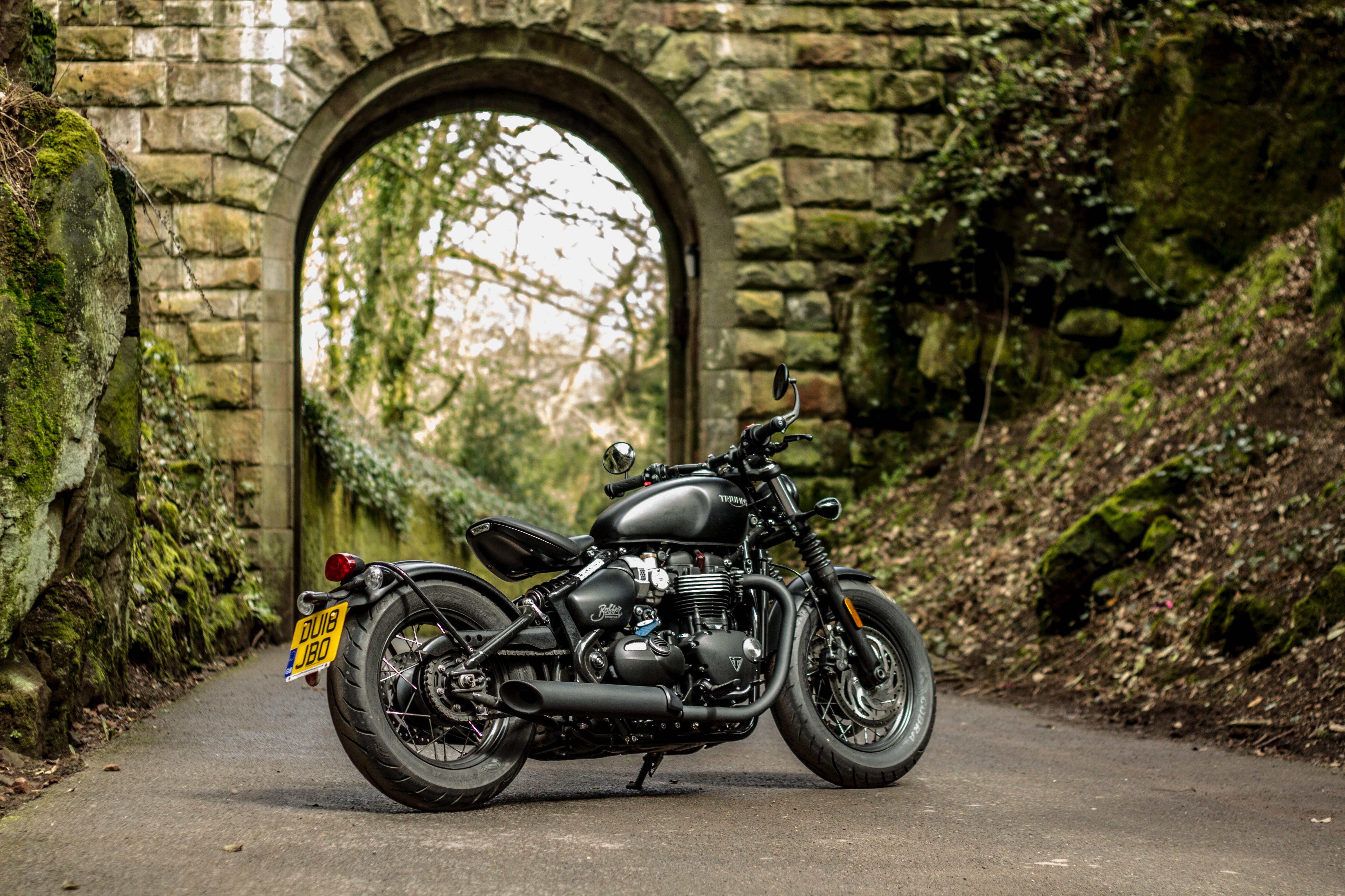 Triumph bobber black edition