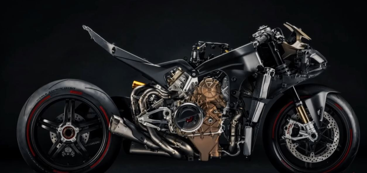 New Ducati V4 Superleggera uncovered